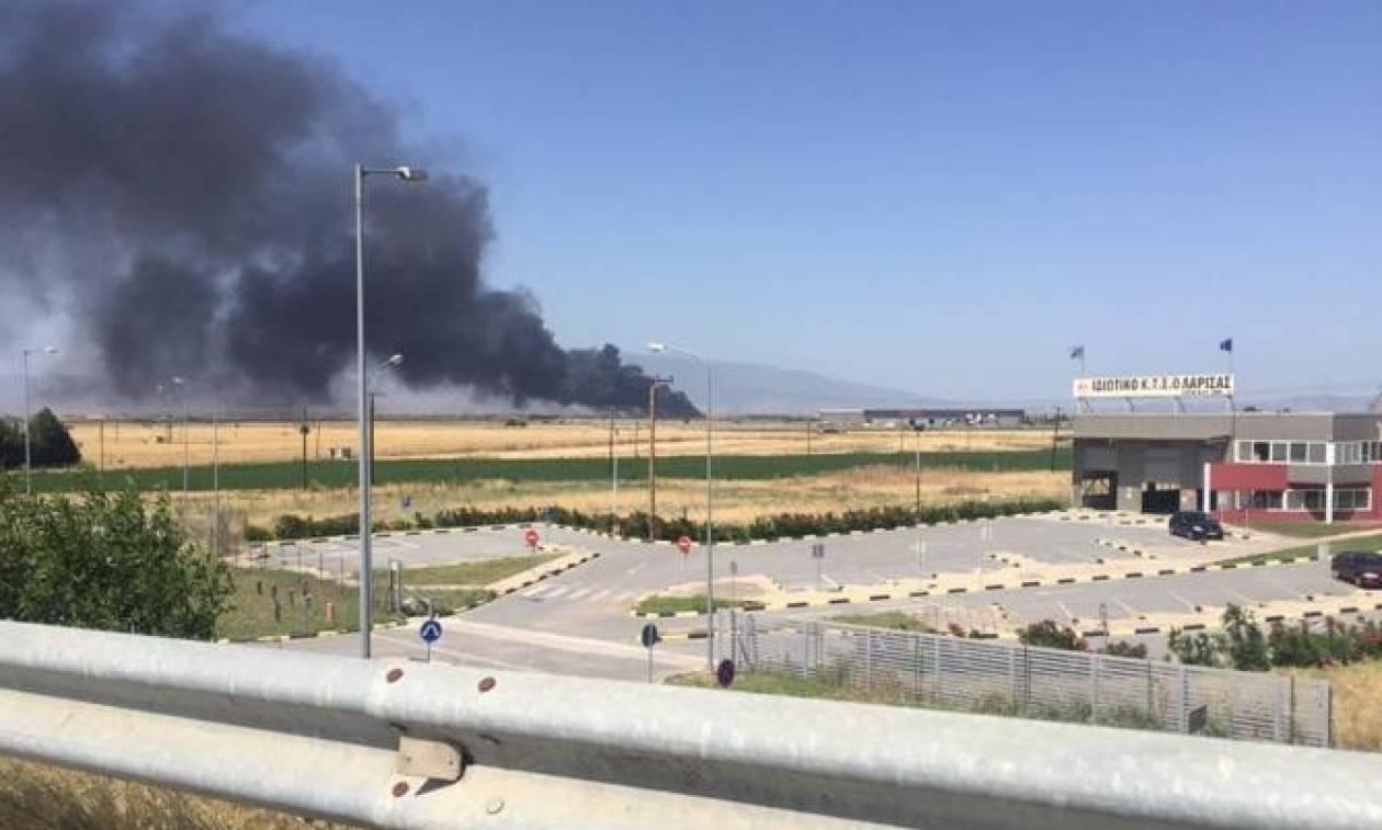Λάρισα: Συναγερμός στην Πυροσβεστική - Μεγάλη πυρκαγιά σε εργοστάσιο στην παλιά εθνική οδό