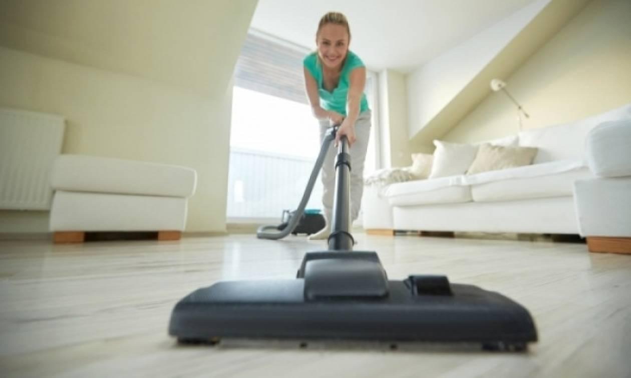 Δείτε πώς θα κάψετε 1.000 θερμίδες χωρίς να βγείτε από το σπίτι!