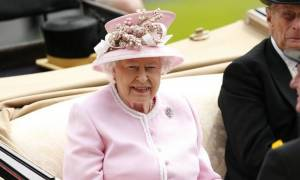 Βασίλισσα Ελισάβετ: Πείτε μου τρεις καλούς λόγους για να μείνουμε στην ΕΕ