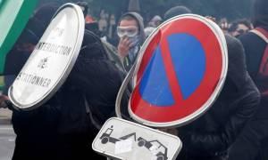 «Καζάνι που βράζει» η Γαλλία: Η κυβέρνηση πήρε πίσω την απόφαση για την απαγόρευση συγκεντρώσεων