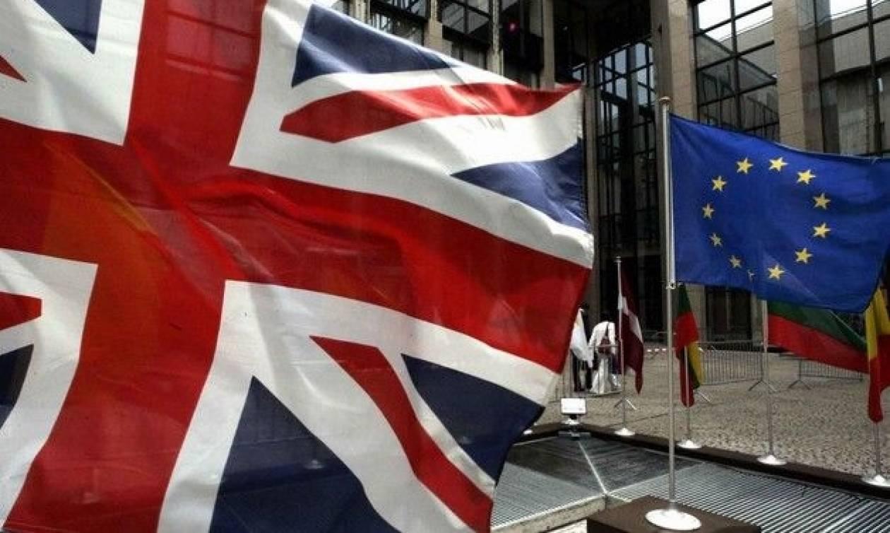 Brexit: Άρχισαν τα τερτίπια των πιέσεων από τους οίκους αξιολόγησης - Απειλεί ο S&P