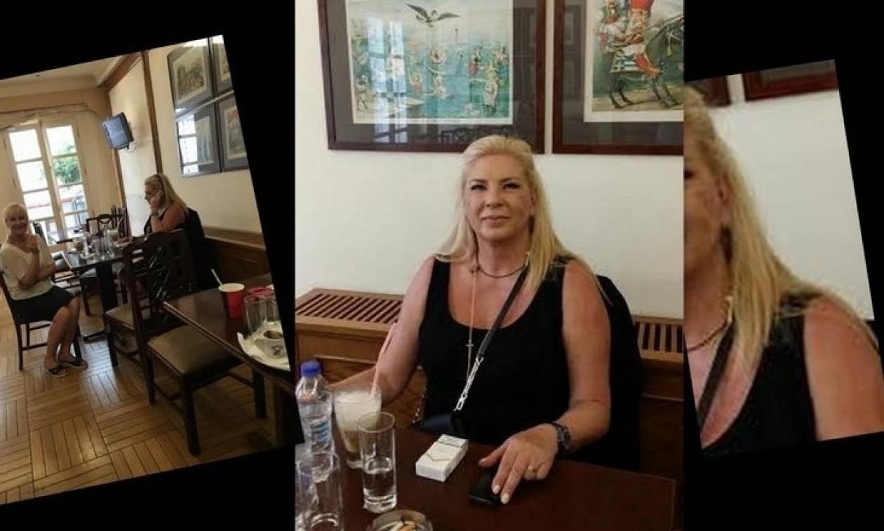 Γιατί εμφανίστηκε στη Βουλή με ακουστικό στο αφτί η Δήμητρα Λιάνη Παπανδρέου;