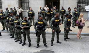 ΗΠΑ: Αθώος ο αστυνομικός που οδηγούσε αυτοκίνητο εντός του οποίου πέθανε πολίτης