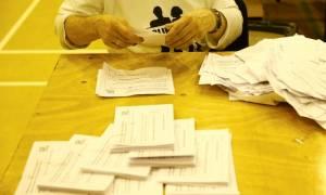 Δημοψήφισμα Βρετανία: Τι δείχνουν οι πρώτες δημοσκοπήσεις αφού έκλεισαν οι κάλπες