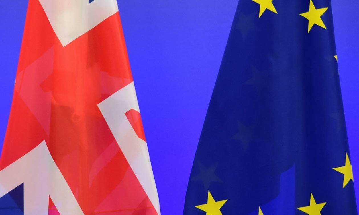 Δημοψήφισμα Βρετανία: Καλπάζει η στερλίνα μετά την έρευνα του YouGov