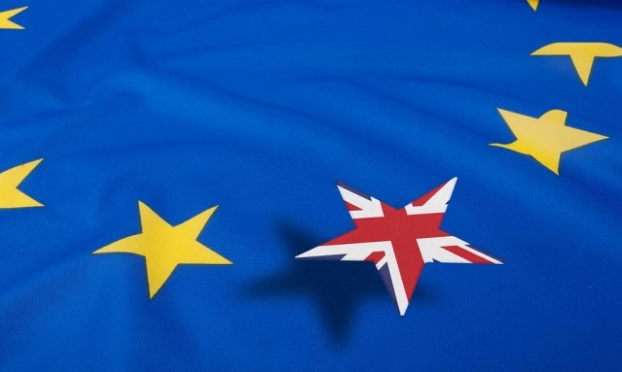 Δημοψήφισμα Βρετανία: Ολονύχτιο θρίλερ - Μάχη ψήφο με ψήφο δίνουν Brexit και Bremain