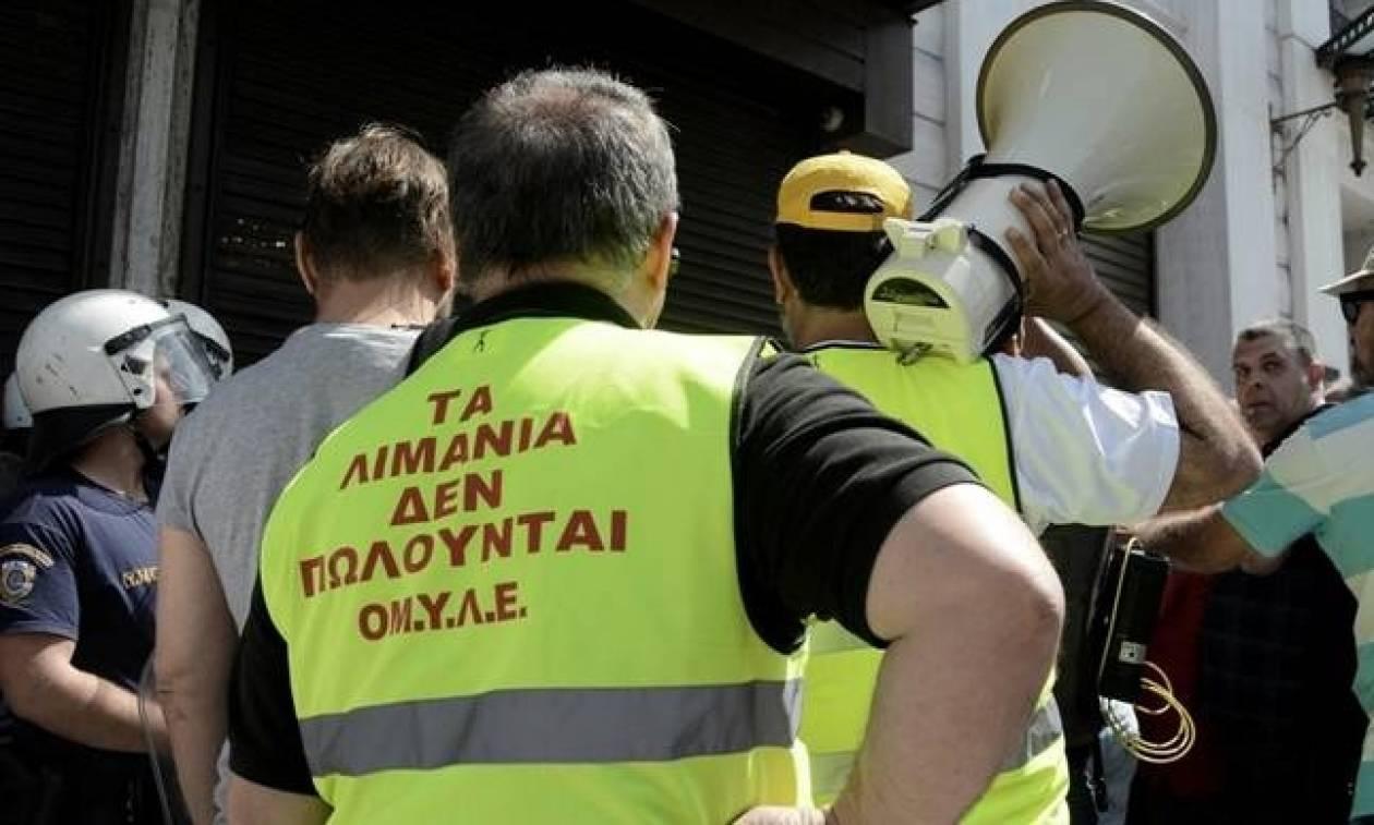 Αναστέλλουν τις κινητοποιήσεις τους οι εργαζόμενοι στα λιμάνια του Πειραιά και της Θεσσαλονίκης