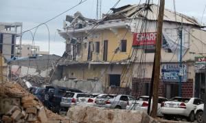 Σομαλία: Τουλάχιστον 15 νεκροί από την επίθεση σε ξενοδοχείο στη Μογκαντίσου (pics)