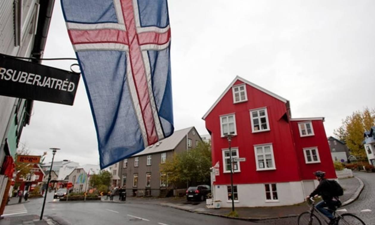 Ισλανδία: Νέος Πρόεδρος της χώρας ο Γκούντνι Γιοχάνεσον