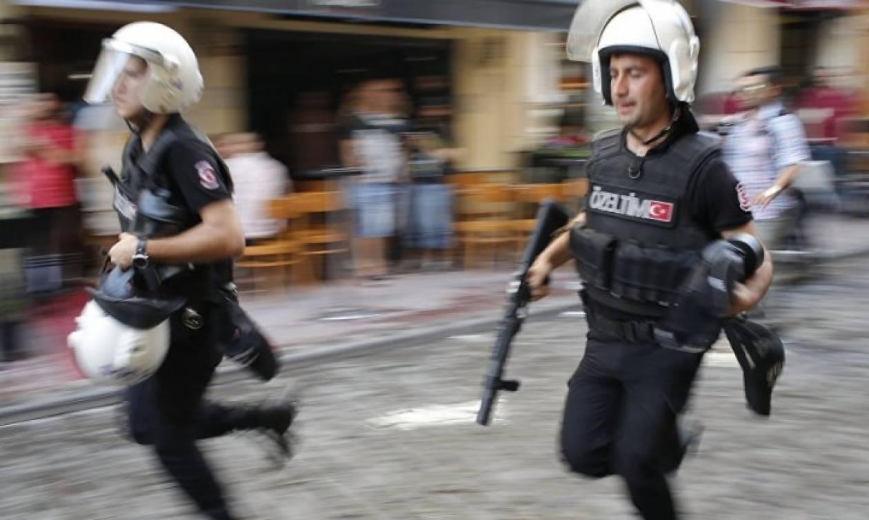 Μαζικές συλλήψεις πολιτικών εχθρών του Ερντογάν στην Τουρκία