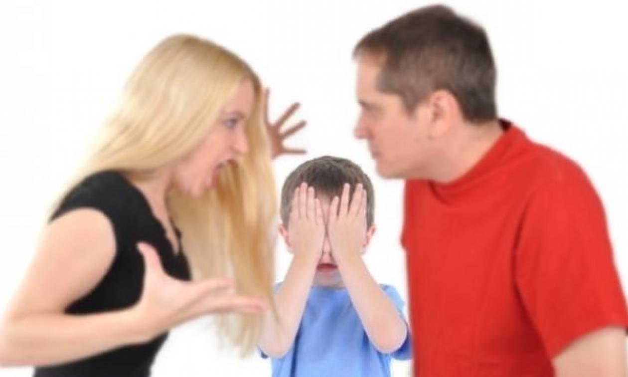 Μην κάνετε αυτά τα λάθη μπροστά στα παιδιά σας