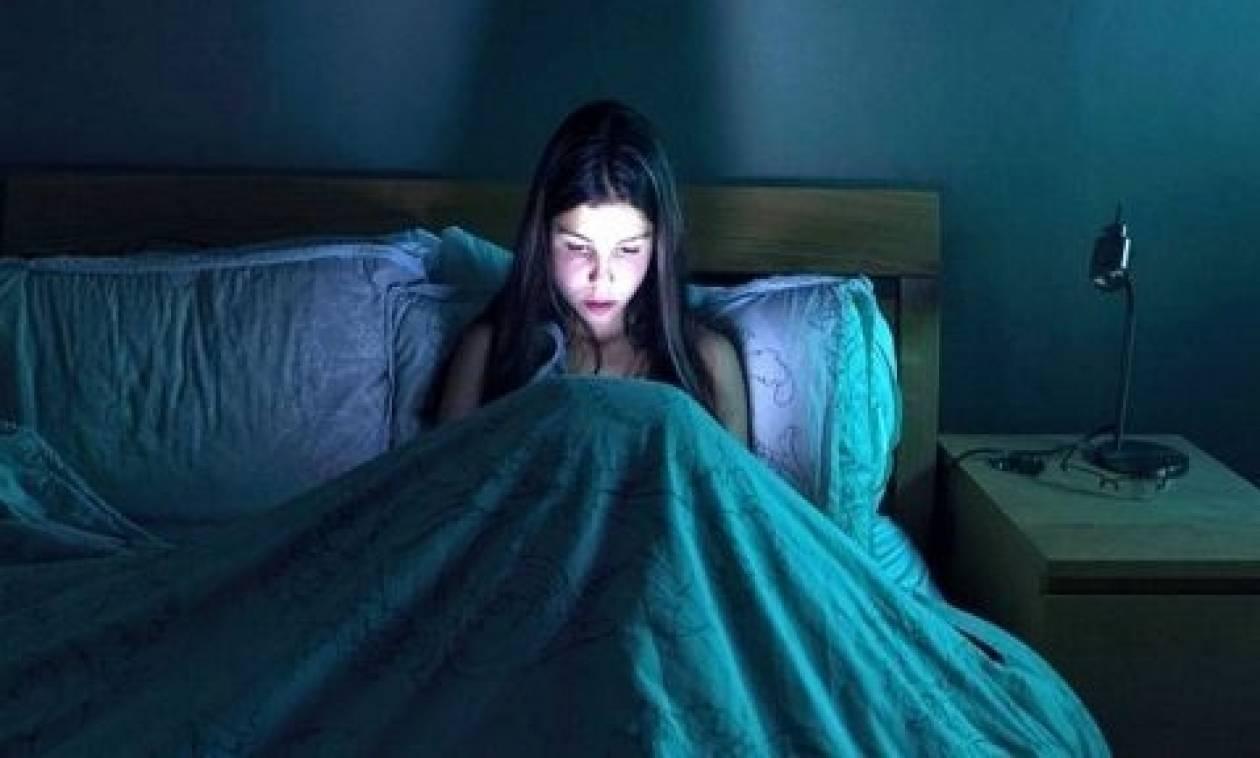 Εάν παίζεις με το κινητό σου πριν κοιμηθείς τότε δες οπωσδήποτε αυτό!