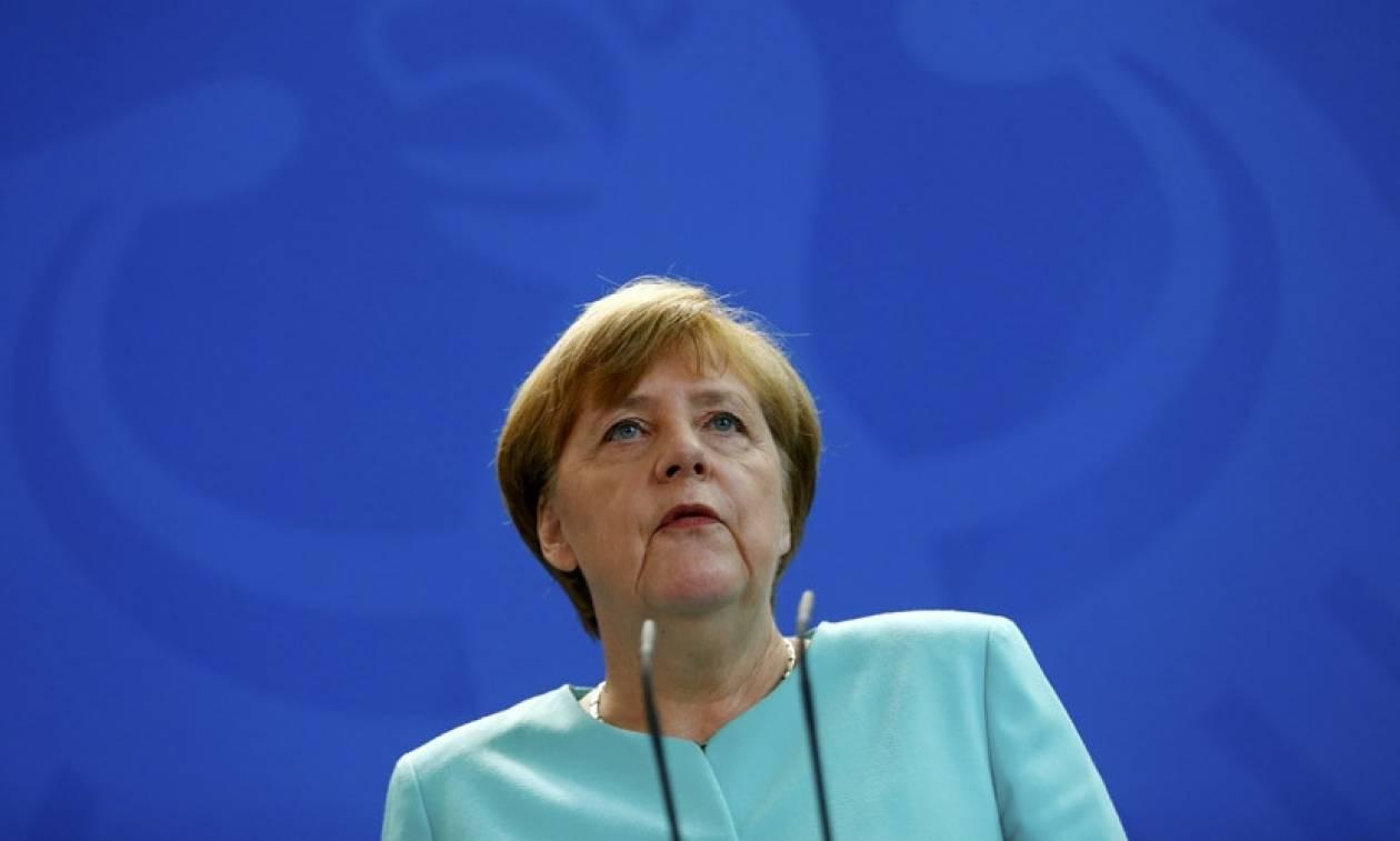 Brexit-Μέρκελ: Δράση εδώ και τώρα για να αποτρέψουμε άλλα κράτη να εγκαταλείψουν την ΕΕ