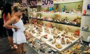 Θερινές εκπτώσεις: Πότε ξεκινούν, ποια Κυριακή θα είναι ανοιχτά τα μαγαζιά