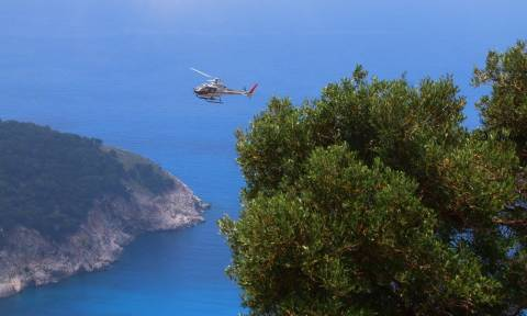 Απίστευτο! Με ελικόπτερο τοποθετούν πλέγματα βραχοπροστασίας στον Μύρτο (video)