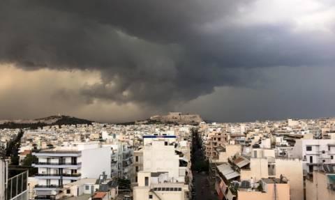 «Σκοτείνιασε» ο τόπος: Καταιγίδες και χαλάζι έπληξαν τη χώρα