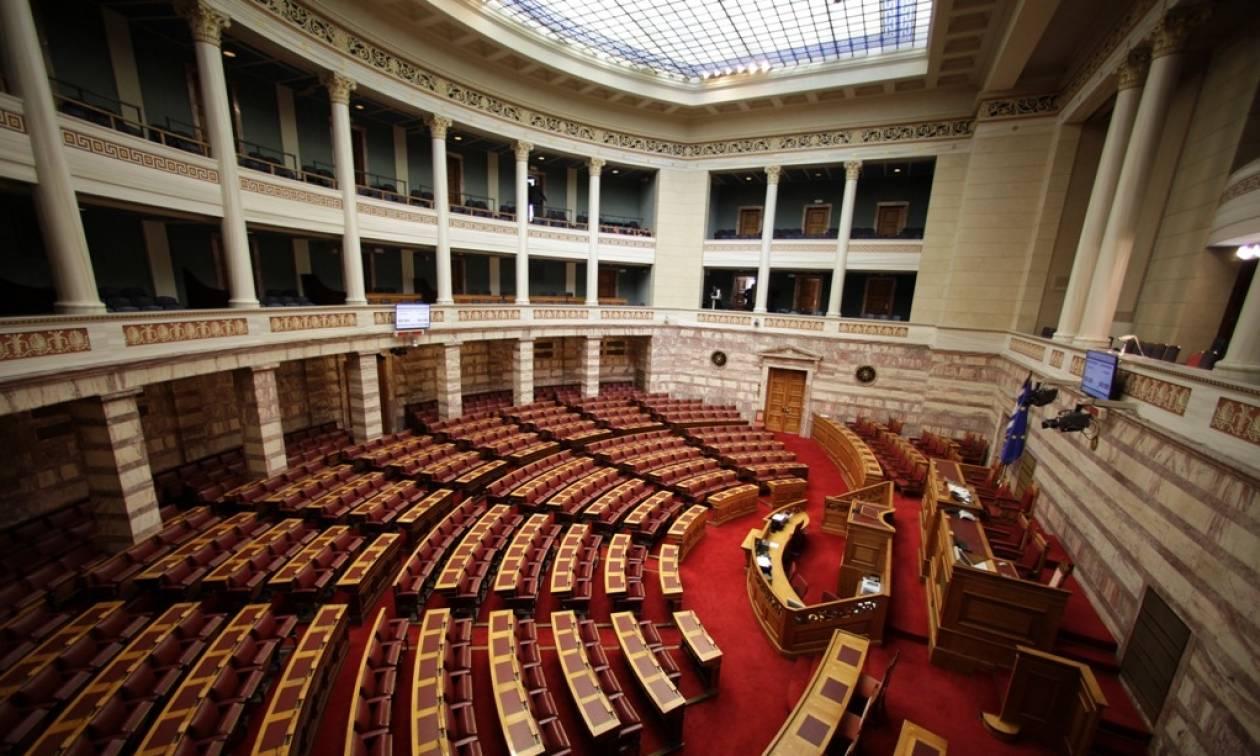 Ψάχνουν 22 πρόθυμους για να περάσουν τον εκλογικό νόμο