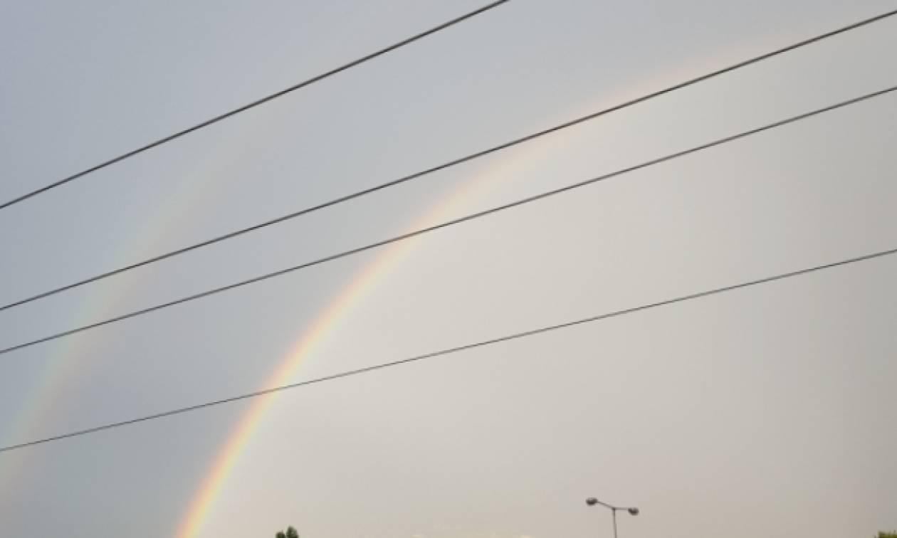 Σπάνιο φαινόμενο: Διπλό ουράνιο τόξο στον ουρανό της Αττικής (Photos)
