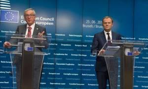 Σύνοδος Κορυφής: Επεισόδιο Γιούνκερ-Τουσκ με δημοσιογράφο - «Δεν φέρω καμία ευθύνη για το Brexit»