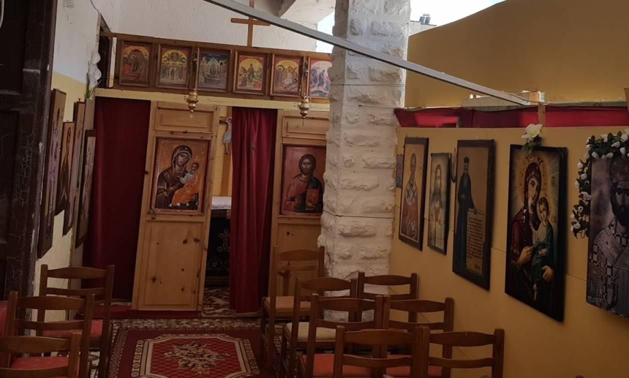 Στο υπόστεγο λειτουργεί η Εκκλησία της Παναγίας στην Πρεμετή