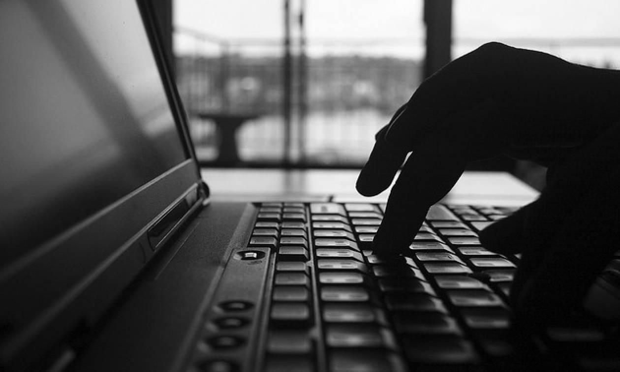 Προσοχή! Η Αστυνομία προειδοποιεί: Μην γδύνεστε μπροστά από την κάμερα του υπολογιστή