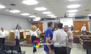 Άγριος καβγάς στον δήμο Χαλκηδόνας- Διεκόπη το δημοτικό συμβούλιο (vid)