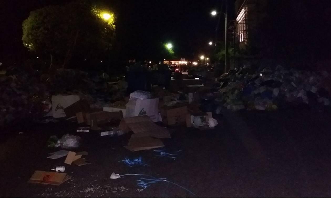 Απελπισία στην Κέρκυρα - Στους δρόμους οι κάτοικοι για τα σκουπίδια (pics)