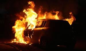 Ηράκλειο: Στις φλόγες τυλίχθηκε σταθμευμένο αυτοκίνητο στο κέντρο της πόλης