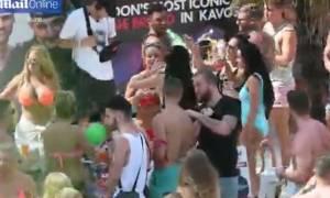 Σάλος με ριάλιτι ακολασίας στον Κάβο - Οργή στην Κέρκυρα για τα... όργια (photos&video)