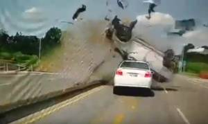 Πατάς ανεξέλεγκτα το γκάζι όταν οδηγείς; Δες τι μπορεί να πάθεις... (video)