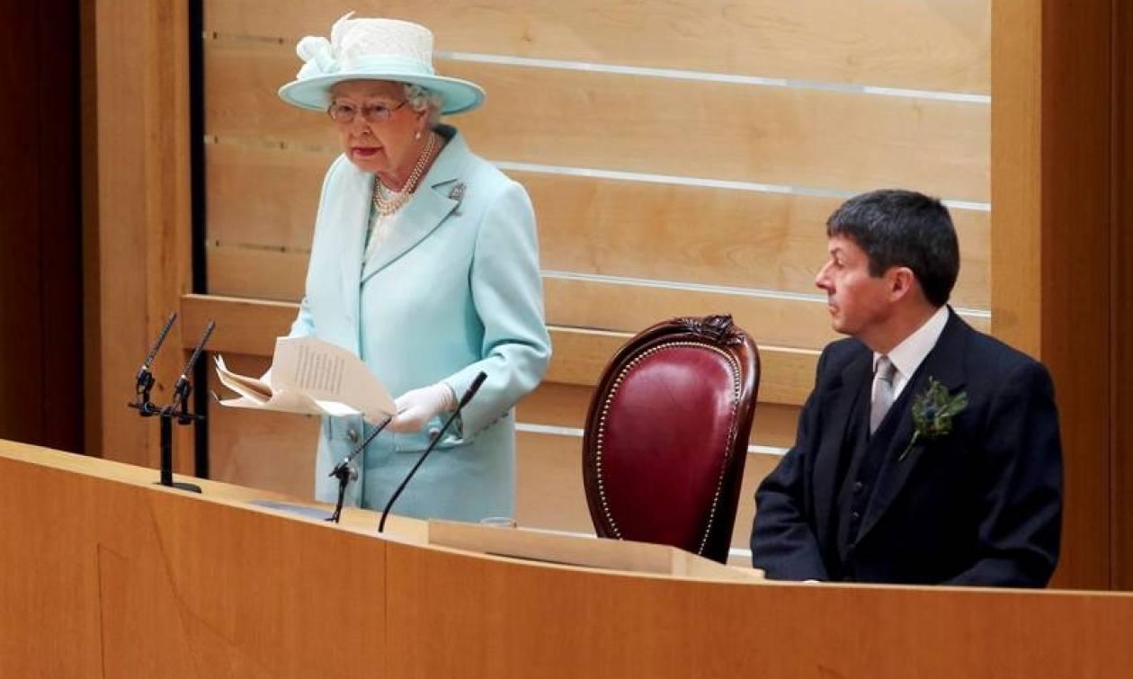 Βασίλισσα Ελισάβετ: Δύσκολο να παραμείνουμε ήρεμοι όταν όλα αλλάζουν τόσο γρήγορα