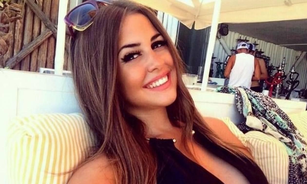 Η σέξι Ελληνίδα που δεν φοβάται τα… ερπετά