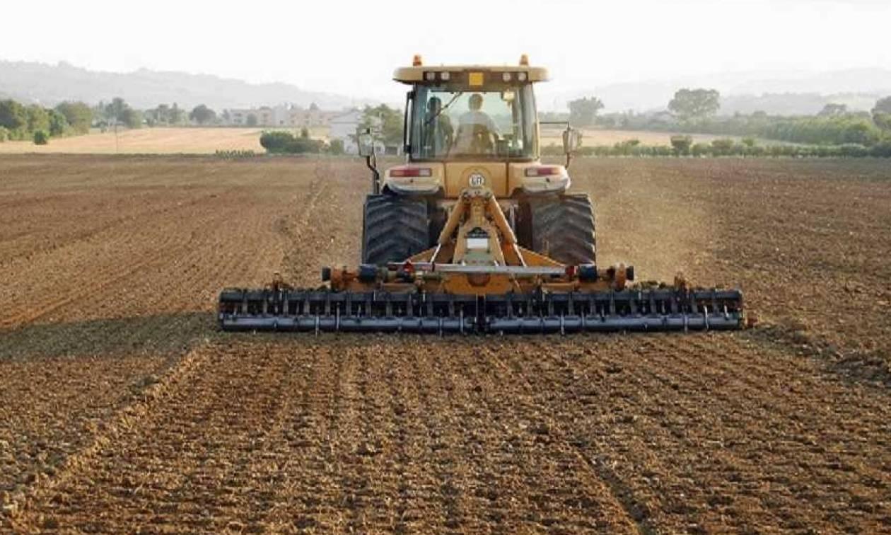 Το βίντεο που θα σας κόψει την ανάσα – Αγρότης από την Κομοτηνή τραβά τρακτέρ έξι τόνων!