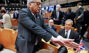 Γιούνκερ και Φερχόφστατ για Τζόνσον - Φάρατζ: «Ποντίκια που εγκαταλείπουν το πλοίο»