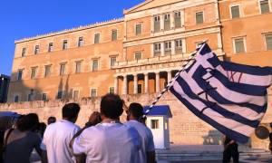 Συλλαλητήριο στο Σύνταγμα για τον έναν χρόνο από το δημοψήφισμα (pics)