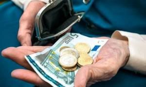 Μαχαίρι έως 2,1 δισ. ευρώ σε μισθούς και συντάξεις εάν μπει ο κόφτης