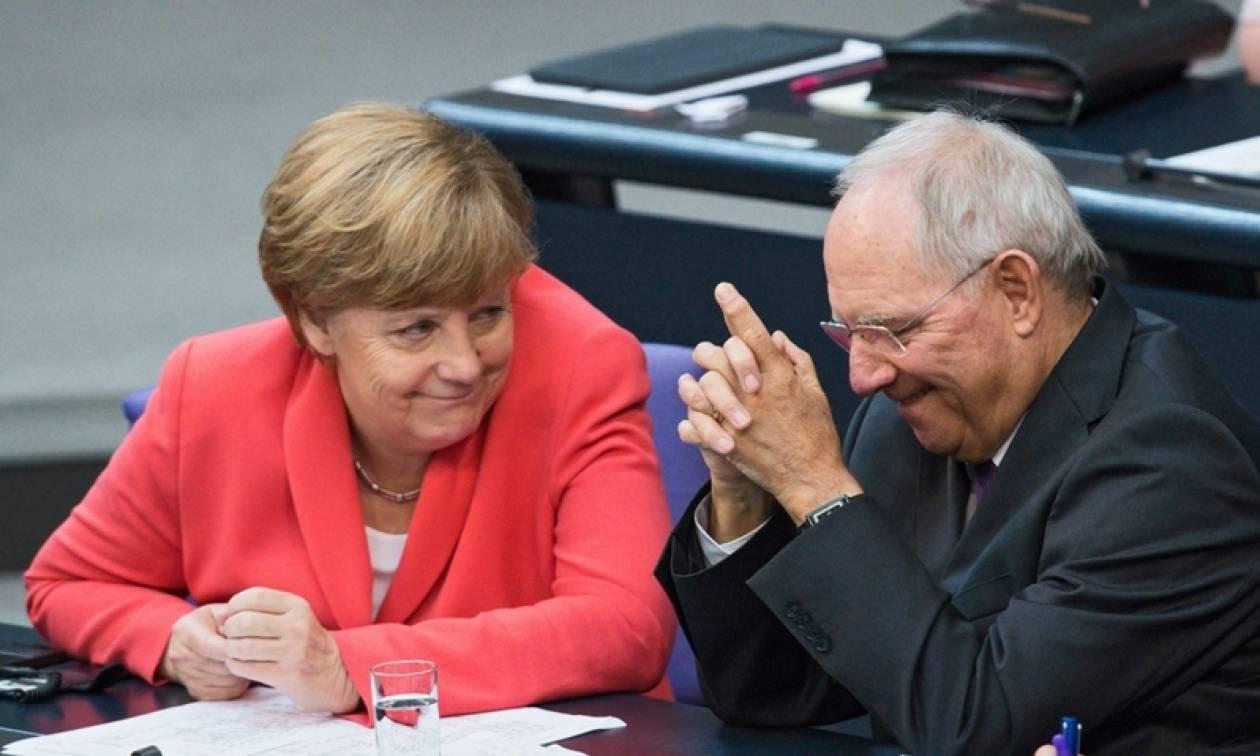 Σόιμπλε-Μέρκελ: Αλώβητη από το Brexit η γερμανική οικονομία