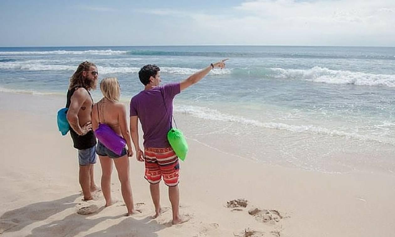 Τέλος οι ξαπλώστρες από τις παραλίες… Αυτή είναι η νέα τάση που κάνει θραύση! (video)
