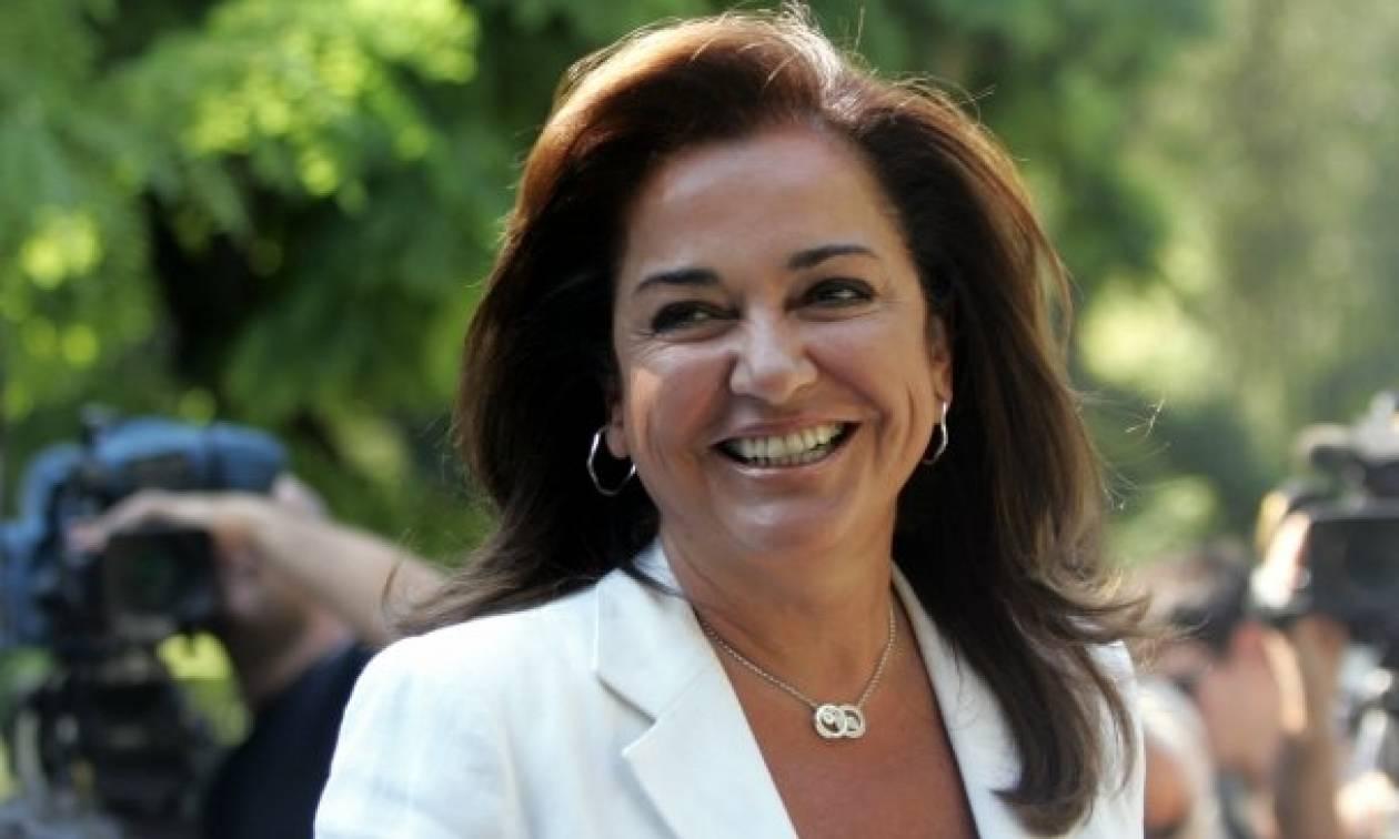 Άγρια κόντρα ΣΥΡΙΖΑ - Μπακογιάννη για τις τηλεοπτικές άδειες