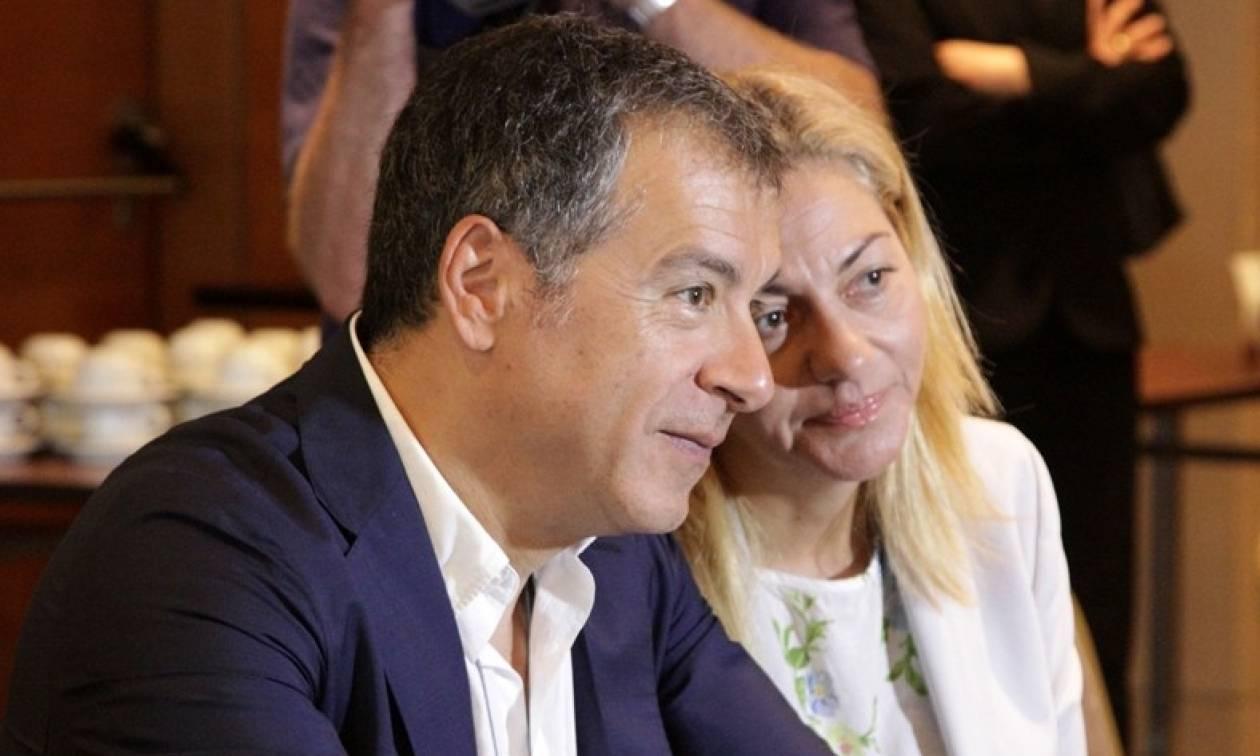 Θεοδωράκης: Οι ΣΥΡΙΖΑΝΕΛ «βασιλεύουν» κυκλοφορώντας με κρατικές λιμουζίνες