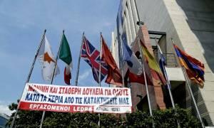 """Έξω από τις εγκαταστάσεις της J&P Άβαξ οι εργαζόμενοι του """"Athens Ledra"""""""