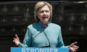 ΗΠΑ: Στο αρχείο το σκάνδαλο με τα emails της Χίλαρι - Επιμένει ο Τραμπ