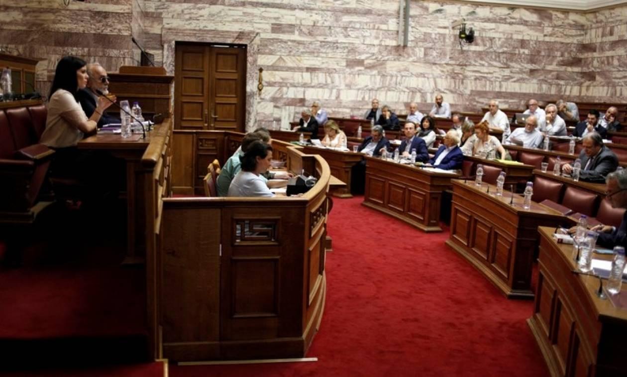 Εκλογικός νόμος: «Μασάζ» της κυβέρνησης στο ΚΚΕ με αλλαγή της τελευταίας στιγμής