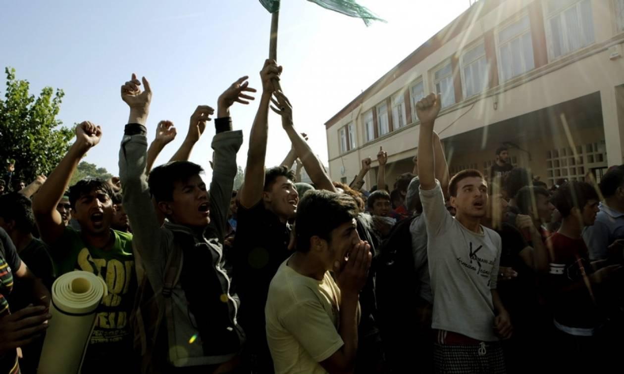 Άγρια σκηνικά στη Λέρο: Πρόσφυγες επιτέθηκαν με τσεκούρια και πέτρες σε αστυνομικούς