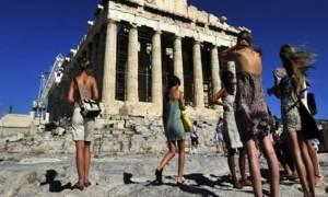 Λιγότεροι οι τουρίστες στην Ελλάδα φέτος