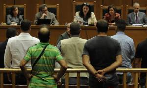 Προκλητικός αστυνομικός στη δίκη της Χρυσής Αυγής: «Εγώ είμαι ταξιτζής, ο οδηγός δεν κάνει τίποτα»
