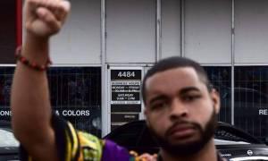 Μακελειό Ντάλας: Αυτός είναι ο ένοπλος που οχυρώθηκε  στο γκαράζ – Τον σκότωσε... ρομπότ! (video)