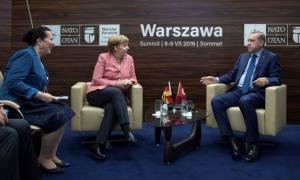 Πολωνία: Τετ-α-τετ Μέρκελ-Ερντογάν για τα αγκάθια στις γερμανοτουρκικές σχέσεις
