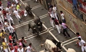 Αιματηρό έθιμο στην Ισπανία: Ένας νεκρός και δεκατέσσερις τραυματίες στις ταυροδρομίες (vid)