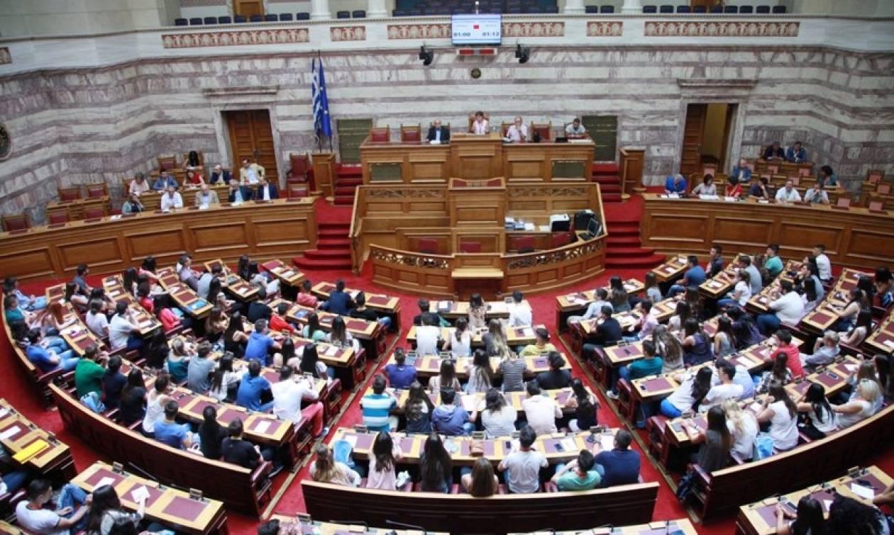 Εκλογικός νόμος: Στην «κόψη του ξυραφιού» για τις 200 ψήφους - Αναζητούνται τρεις «αντάρτες»